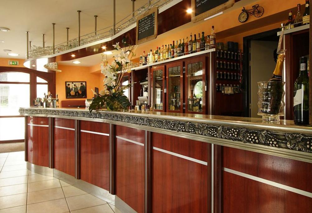 Comptoir des voyageurs restaurant locronan 29180 manger en bretagne - Comptoir metallurgique de bretagne ...